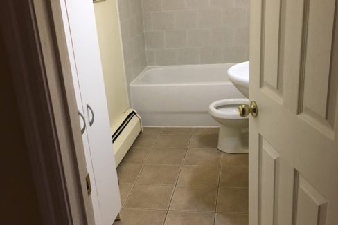 Agricola Unit 5 Bathroom